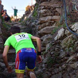 (Italiano) La gara in verticale nel borgo di Manarola è stata vinta da Lorenzo Pellegrini e Gloria Giudici